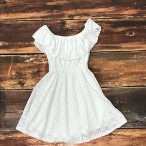 Abercrombie & Fitch Dresses - Abercrombie & Fitch White laced shoulder dress